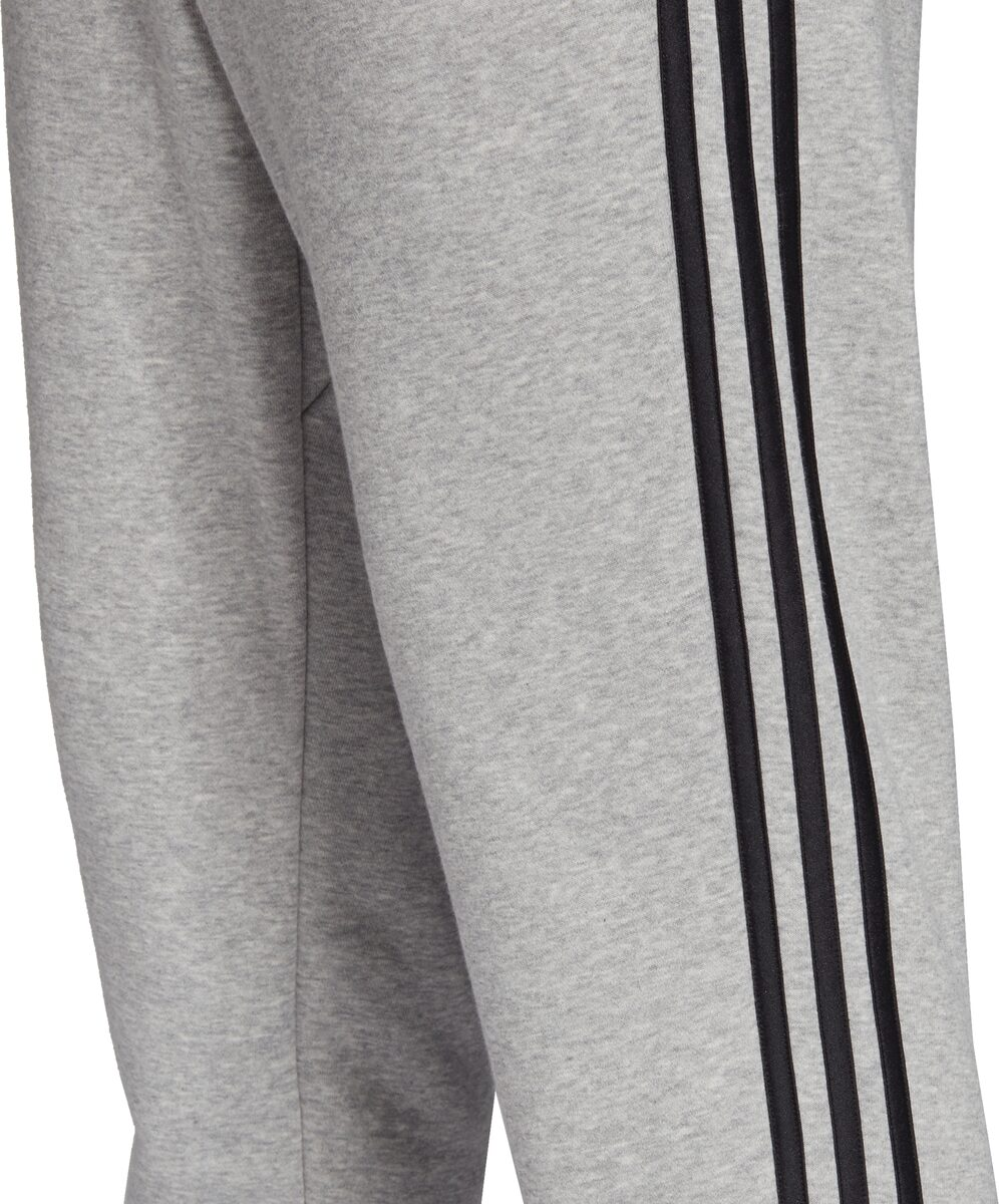 ADIDAS Herren Essentials 3 Streifen Tapered Cuffed Hose Art. Nr.: DQ3077030